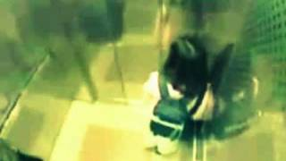School girl beats up would-be mugger